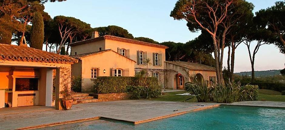 Rent luxury St Tropez villa in Provencal style