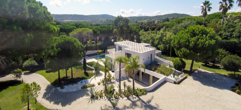 Modern villas in St Tropez to rent