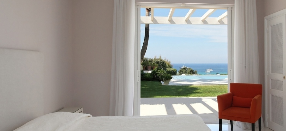 Luxury villas with seaviews in St Tropez for rent
