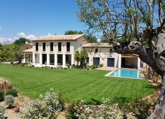 villa for rent in bouillabaisse st tropez ferrero property front