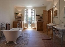 Rent Villa Sarah Grimaud - bathroom with balcony