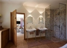 Rent Villa Sarah Grimaud St Tropez - double bathroom