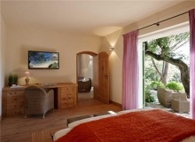 Rent Villa Sarah Grimaud - bedroom with TV