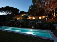 Rent Villa Sarah Grimaud - swimming pool at night