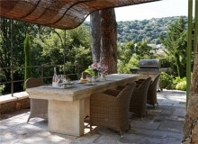 Rent Villa Sarah Grimaud - outdoor table