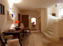 Rent Villa Sarah Grimaud - hall entrance with stair case