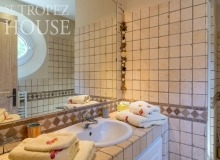 holiday rental st tropez domaine de la castellane villa castelanne bathroom