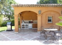 luxury villa for rent in st tropez_summer kitchen