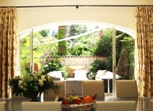 rent villa st tropez la tour dining area