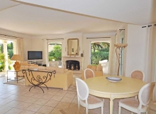 3-bedroom villa Sunrise in St Tropez - living and dining room