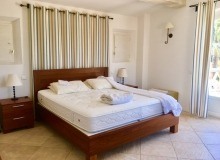 rent villa elegance canoubiers bedroom