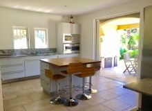 rent villa elegance canoubiers kitchen