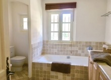 rent villa elegance canoubiers bathroom