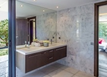 rent villa paradise quessine bathroom