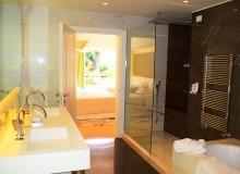 villa for rent tahiti st tropez villa la capilla bathroom