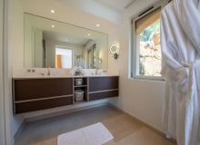 villa for let st tropez cap tahiti bathroom