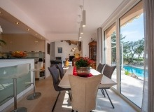 villa for rent st tropez cap tahiti dining area