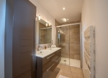 holiday rental st tropez cap tahiti bathroom