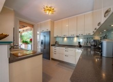 villa for rent st tropez cap tahiti kitchen