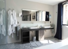 rent st tropez messardiere villa aimee master bathroom