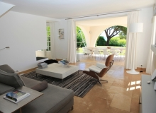Villa Romy in Ramatuelle - living room opening to terrace