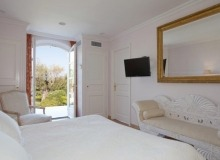 Holiday rental Villa Elegance Canoubiers Saint Tropez Thaiti beach bedroom