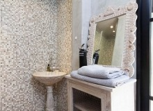 holiday rental blitah st tropez tahiti bathroom