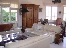 rent villa foustt st tropez center living room