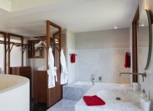 holiday rental villa madelaine tahiti st tropez bathroom