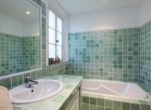 rent villa alex de la castelanne bathroom