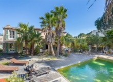 rent villa emmanuelle de la castelanne swimming pool