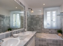 rent villa origan bouillabaisse bathroom