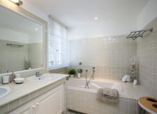 holiday rental villa origan bouillabaisse bathroom