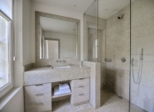 rent villa madonne ramatuelle bathroom