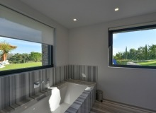 rent villa st tropez tahiti bathroom
