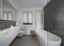 rent villa waters edge saint tropez bathroom