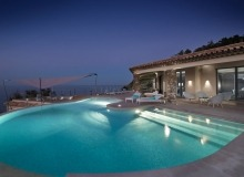 rent villa waters edge saint tropez swimming pool