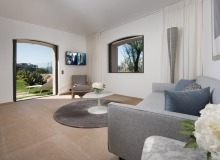 holiday rental villa waters edge saint tropez living area