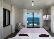 rent villa waters edge saint tropez bedroom