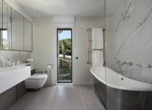 let villa waters edge saint tropez bathroom