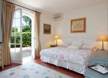 rent villa chesaine st tropez sainte anne bedroom
