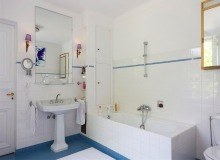 rent villa chesaine st tropez sainte anne bathroom