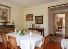 rent villa chesaine st tropez sainte anne dining area