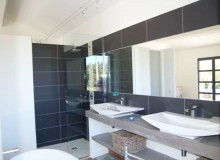 villa for rent lei marres st tropez route des plage bathroom