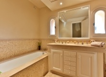 villa for let in pampelonne villa sassari bathroom