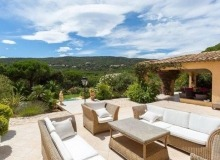 rent villa ramatuelle outdoor dining area