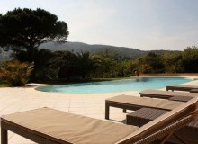 rent villa ramatuelle poolside