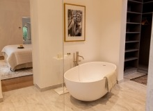 villa for rent le parcs des st tropez agape bathroom