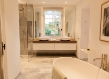 villa for let le parcs des st tropez agape bathroom