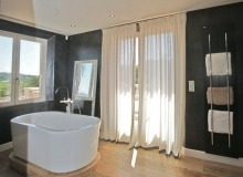 villa for let st tropez route des plages karla bathroom